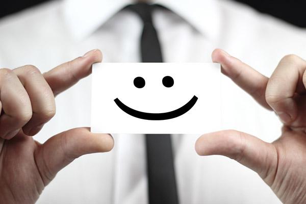Um sorriso, mesmo que forçado, faz você se sentir melhor.